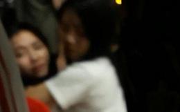 Xót xa cảnh mẹ khóc ngất gọi tên con tại hiện trường vụ bé gái rơi từ cửa sổ phòng ngủ tầng 24 chung cư tử vong