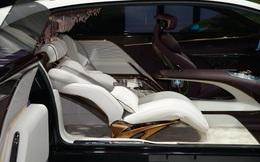 """""""Dị"""" như xe sang Trung Quốc: Không vô lăng, 3 ghế ngồi, có đèn chùm như khách sạn"""