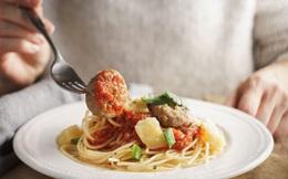 """Điểm mặt 3 thói quen ăn tối """"cực tai hại"""" dễ khiến sức khỏe của bạn chệch khỏi quỹ đạo"""