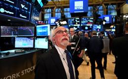 Tổng thống Joe Biden đề xuất tăng thuế với người giàu, Dow Jones có lúc mất hơn 400 điểm