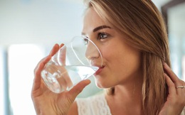 Uống 1 cốc nước vào buổi sáng rất tốt nhưng nên chọn nước mật ong, nước muối nhạt hay cà phê mới THỰC SỰ CÓ LỢI cho sức khỏe?