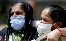 Lời khẩn cầu của bác sĩ Ấn Độ khi cứ 1 tiếng có 117 người tử vong vì Covid-19