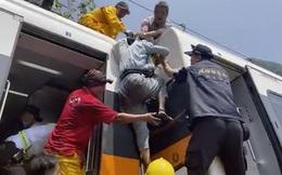 """Chuyến tàu tử thần ở Đài Loan: Người con sợ hãi lẩm bẩm """"Mẹ còn bị kẹt, mẹ muốn cháu ra ngoài trước"""""""