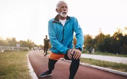 """Đàn ông 50 tuổi sức khỏe bước sang trang mới: Tuân thủ 4 thói quen tốt để luôn """"chân cứng đá mềm"""""""