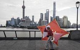 """Hút được dòng tiền nóng, Trung Quốc chưa kịp mừng đã lo """"sốt vó"""""""