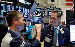 Phố Wall giao dịch trong sắc đỏ khi nhà đầu tư ồ ạt chốt lời