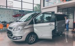 Đại lý đua xả hàng Ford Tourneo giảm 100 triệu đồng: Sản xuất 2021, số lượng ít, đủ loại quà tặng kèm