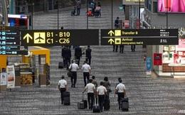 """""""Bong bóng du lịch"""" Singapore - Hồng Kông lại """"bể"""" vì Covid bùng phát"""