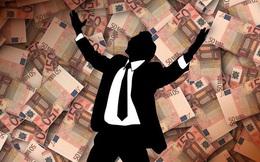 """Định luật người giàu: Người kiếm được nhiều tiền nhất, thường không bao giờ """"tự dựa vào chính mình"""""""
