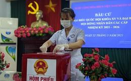 CLIP: Đi bầu cử sớm tại Bệnh viện dã chiến ở tâm dịch Bắc Ninh sáng nay 22-5