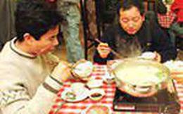 Văn hóa phục vụ gây tranh cãi tại Trung Quốc: Không có tiền tip, khách hàng phải tự làm mọi thứ từ A đến Z, chủ có quyền miễn tiếp khách từng thô lỗ với nhân viên?!