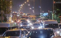 TP.HCM: Xe khách không được chở quá 20 người, taxi không được bật điều hoà từ ngày 22/5