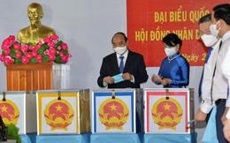 Chủ tịch nước Nguyễn Xuân Phúc và phu nhân bỏ phiếu tại Củ Chi, TP. HCM
