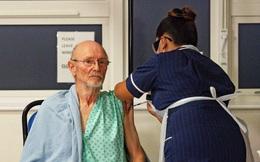 Người đàn ông đầu tiên được tiêm vắc xin COVID-19 trên thế giới qua đời
