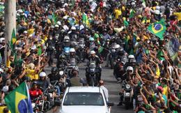 Brazil: 450.000 người chết vì Covid-19, Tổng thống không bịt khẩu trang, phóng xe máy biểu tình giữa biển người