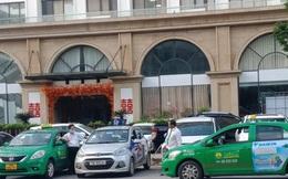 Lao đao vì COVID-19, tài xế taxi phải bán xe trả nợ, làm shipper, trông trẻ