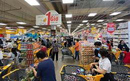 Chợ, siêu thị ở Sài Gòn đông kín người ngày cuối tuần