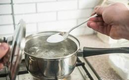 Muối iốt, không iốt hay ít natri, bạn dùng loại nào? Bác sĩ chỉ ra loại muối mà bạn nên sử dụng hàng ngày