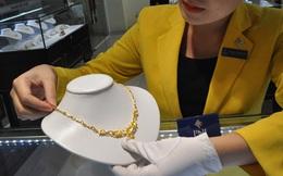 Giá vàng cuối tuần tăng mạnh, vượt 56 triệu đồng/lượng
