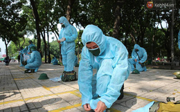 """TP.HCM: Lực lượng quân đội tiến hành phun khử trùng tại các """"điểm nóng"""" Covid-19 ở quận Gò Vấp"""