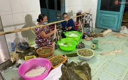 Người Sài Gòn tất bật gói hàng chục nghìn bánh ú nước tro dịp Tết Đoan Ngọ