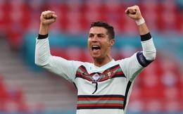 """Lập cú đúp ngay trận đầu ra quân, Cristiano Ronaldo cùng lúc xô đổ 9 kỷ lục """"vô tiền khoáng hậu"""" tại các VCK Euro: Cầu thủ vĩ đại nhất không anh thì là ai?"""