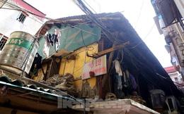 Bên trong khu tập thể gỗ 67 tuổi xập xệ ở Hà Nội