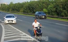 Theo chân CSGT 'dẹp loạn' xe máy trên Đại lộ Thăng Long