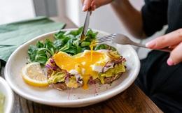 5 thói xấu trong việc ăn uống sẽ âm thầm phá hoại dạ dày mà rất nhiều người mắc phải