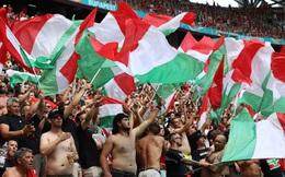 """Choáng ngợp trước không khí cuồng nhiệt trên SVĐ Puskas Arena - nơi 100% CĐV được vào xem Euro giữa mùa Covid-19: Câu chuyện đằng sau """"tấm thẻ nhựa"""" bí ẩn của Hungary"""