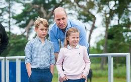 """Hoàng tử William xuất hiện rạng rỡ cùng hai con, ngoại hình hiện tại của tiểu hoàng tử và công chúa """"gây sốt"""" MXH"""