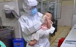 Mẹ mắc COVID-19 suy hô hấp nặng, bé gái 7 tháng tuổi được nữ bác sĩ vắt sữa chăm như con ruột