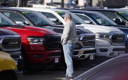 """Xe """"second hand"""" đi 2 năm giá cao hơn xe mới cả nghìn USD - đây là thị trường ô tô điên rồ thế giới"""