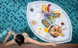 Sự thật sau những 'bữa sáng nổi' bên hồ bơi: Trải nghiệm thật không như mơ, chỉ là chiêu trò quảng cáo của khách sạn