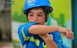 """Công nhân thu gom rác bị nợ lương ở Hà Nội nghẹn ngào khi được nhiều mạnh thường quân ủng hộ: """"Tôi vui lắm... có hôm thức cả đêm ở lều vì sợ mất tiền"""""""