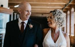 Cổ tích ngoài đời thực: Người đàn ông mắc hội chứng Alzheimer yêu và cầu hôn lại chính người vợ của mình