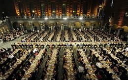 Làm thế nào để bếp trưởng chuẩn bị phần ăn cho những bữa tiệc sang trọng đón hàng nghìn khách một lúc?