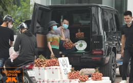 Hình ảnh người đàn ông lái xe Mercedes G63 trị giá 10 tỷ đi bán vải trên phố Hà Nội gây bão MXH
