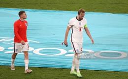 Nhiều cầu thủ tuyển Anh tháo bỏ huy chương ngay sau khi được trao, Harry Kane cũng không ngoại lệ