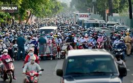 TP.HCM: Ùn tắc nhiều giờ, dân bỏ xe đi bộ qua chốt kiểm soát quận Gò Vấp