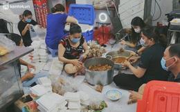 Chuyện ấm lòng khi Sài Gòn giãn cách: Hội chị em miệt mài nấu hàng trăm phần cơm, đi khắp nơi để tặng cho người khó khăn