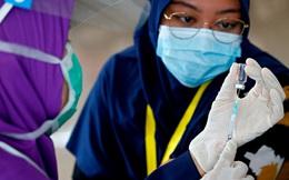 Nhân viên y tế Indonesia được tăng cường liều vắc-xin thứ 3 của Moderna