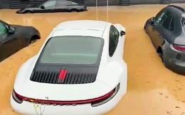Xót xa cảnh dàn xe Porsche ngâm trong nước lũ tại Đức