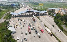 Ảnh: Ùn tắc kinh hoàng ở chốt cao tốc Pháp Vân-Cầu Giẽ, tài xế mệt mỏi vì đợi 2 tiếng chưa vào được Thủ đô