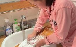 """Bài tập hè với ván giặt đồ đang """"gây sốt"""" MXH: Trường học nhận được lời khen nhiệt liệt, lao động truyền thống cũng là kỹ năng"""