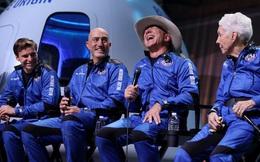Jeff Bezos cảm ơn công nhân của Amazon vì 'đã trả tiền' cho chuyến bay vào vũ trụ của mình