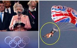 """Màn nhảy dù cực chất của Nữ hoàng Anh tại Lễ khai mạc Olympic 2012 bỗng """"gây sốt"""" trở lại và sự thật ít ai biết đằng sau"""