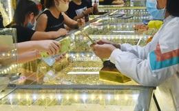 Giá vàng hôm nay 30-7: Tăng mạnh, USD bị bán tháo