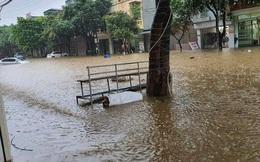 Ảnh: Thành phố Lào Cai chìm trong biển nước, nhiều nhà, ô tô ngập sâu sau trận mưa lớn