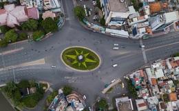 Ảnh: Sài Gòn vắng vẻ, thưa thớt xe cộ qua lại trong ngày đầu thực hiện giãn cách xã hội theo chỉ thị 16